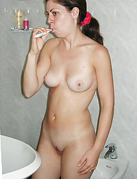Brainless young girlies nude in bathroom